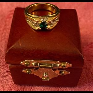 Stunning Vintage Gold/Emerald Ring with Wood Box!